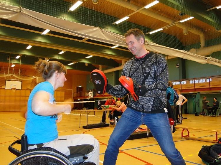 Selvforsvar uten fysisk styrke –  kurs i selvforsvar for ungdom og voksne med muskelsykdommer